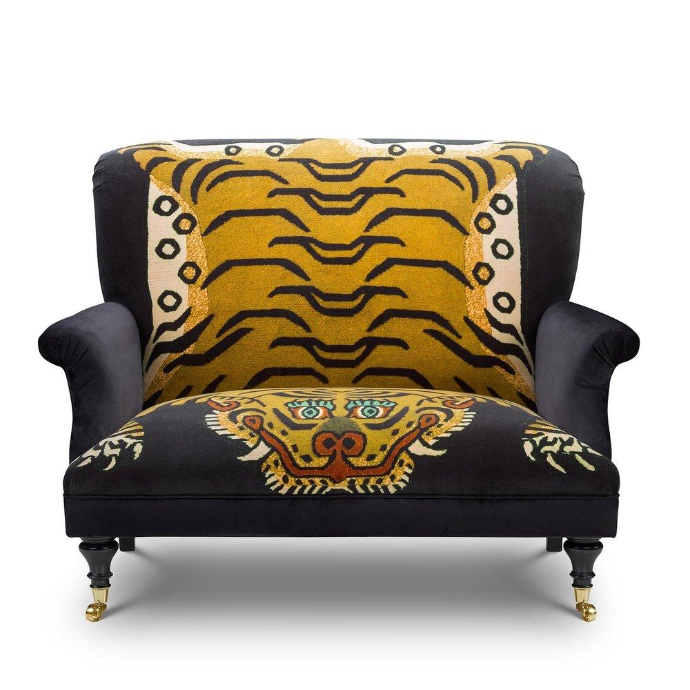 SABER 'Bloomsbury' Love Seat - Midnight £3,495