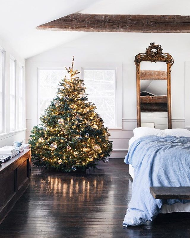 """""""I truly think — like fashion, art, or interiors— holiday decorating is personal"""" says founder and creative director of @holidayworkroom, Erin Swift . Head over to themaryn.com for her six tips for festive decor. 🌲 ~ Written by @spajot  Photo by @allenunruh courtesy of @holidayworkroom"""