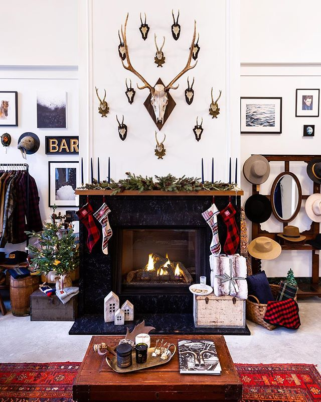 Out of the cold, through great, old, heavy doors, and into the warmth. This is @shop_counting_house, a 1920s bank turned home store in Grand Rapids, Michigan. Head over to themaryn.com to read all about this newly opened shop.