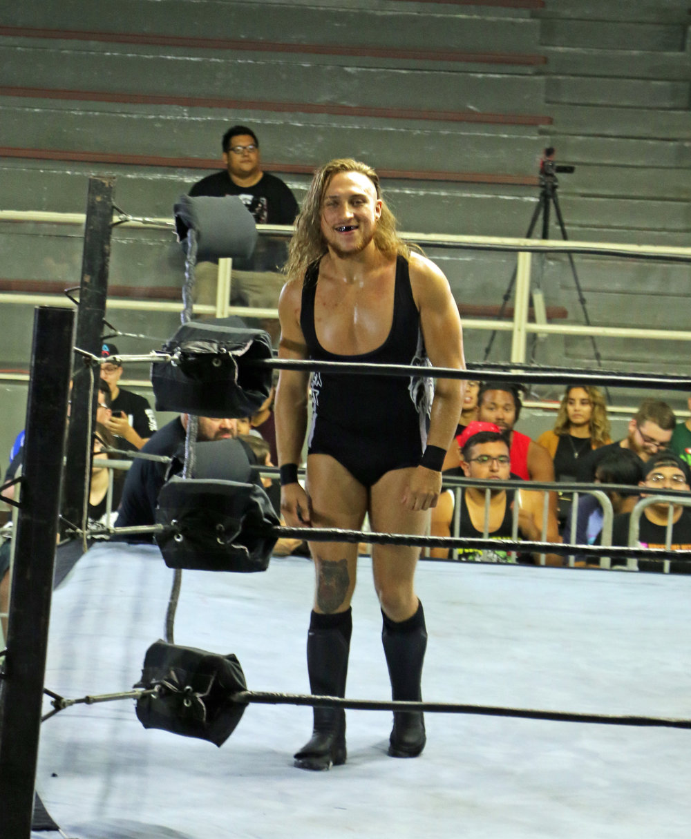 WWE United Kingdom Champion Pete Dunne grimaces.