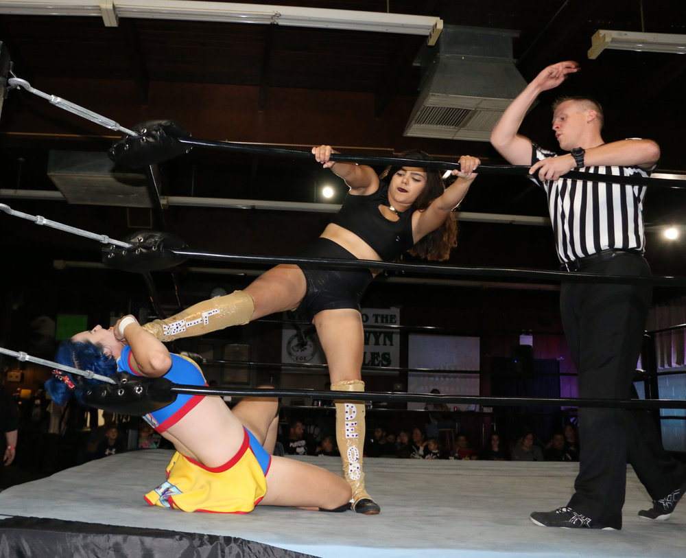 Lina De'Oro chokes Arc Williams with her boot.