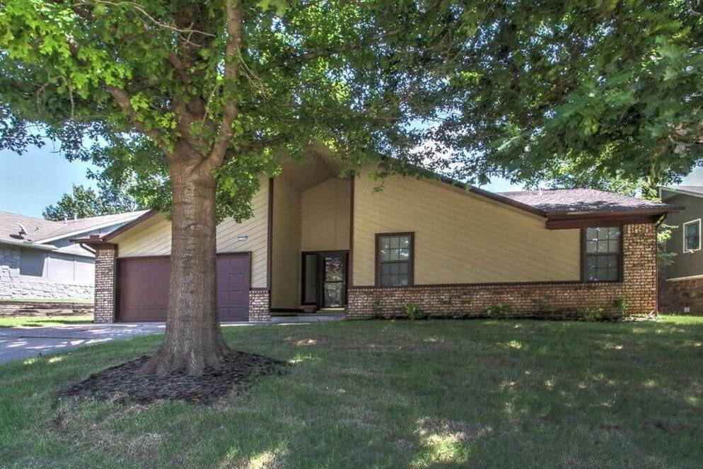 1105 W Albuquerque, Broken Arrow, OK 74011 - SOLD FOR $126,000