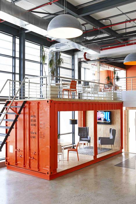 99c-office-interior-by-inhouse-brand-architects_dezeen_1.jpg