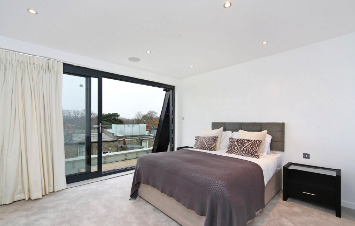the sTREATHAM - Loft conversion with innovative private terrace