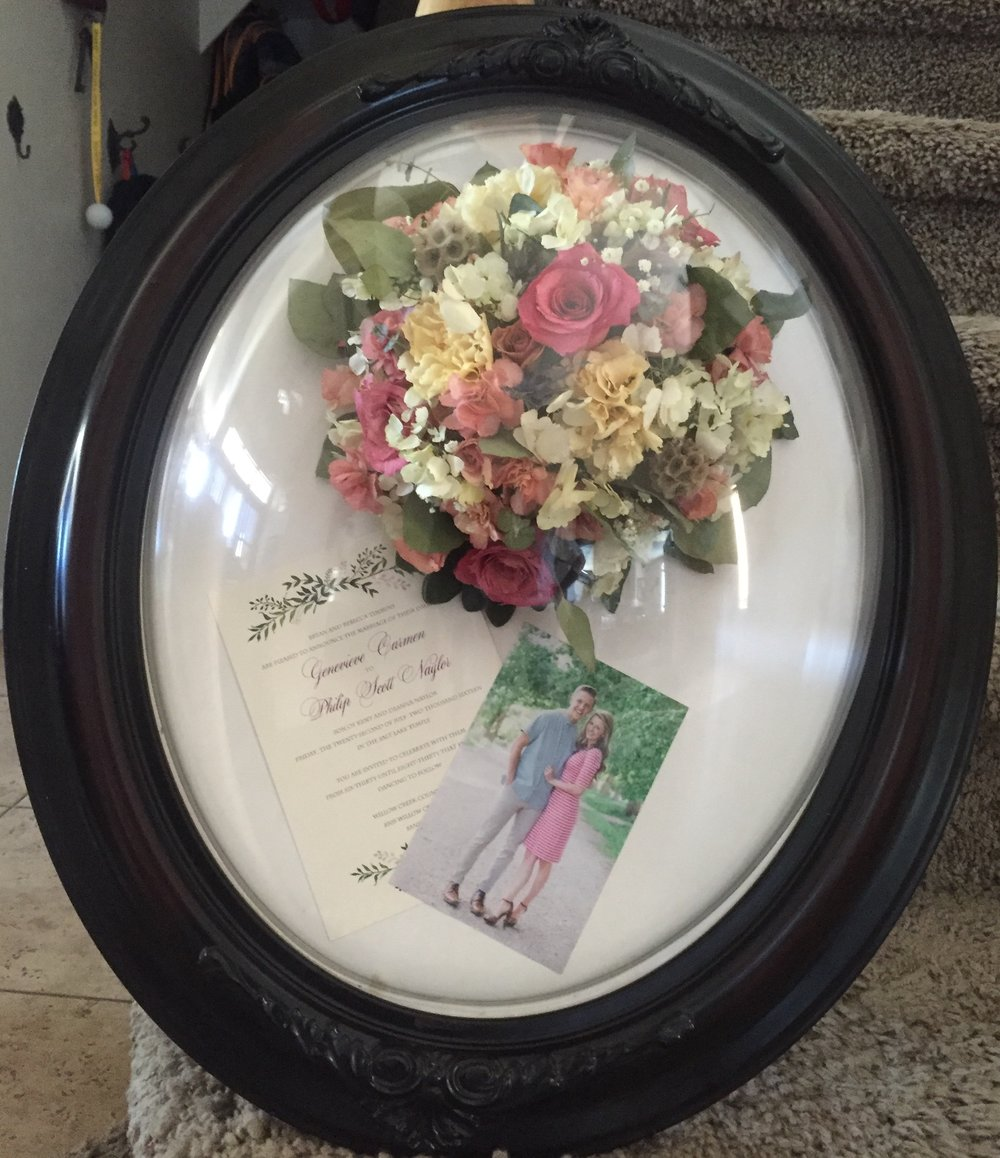 Antique Oval Pop-Out Frame