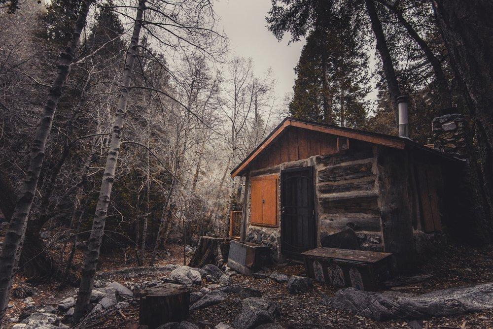 abandoned-broken-cabin-428427.jpg