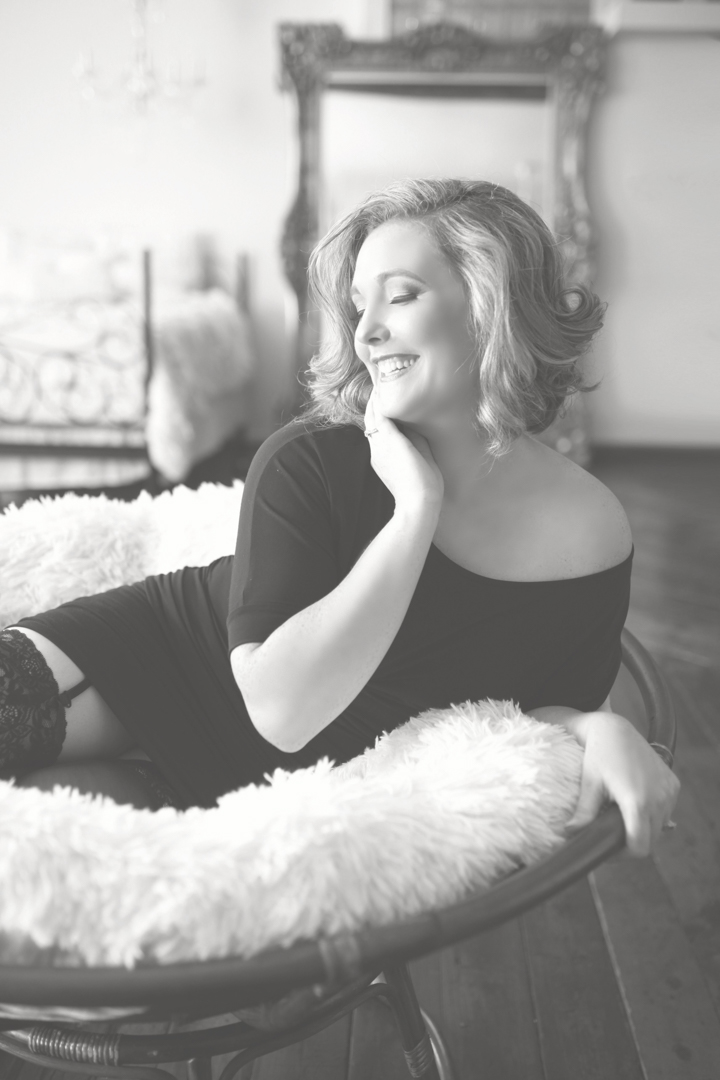 Chicago-Pinup-Boudoir-Photography-Fur-Chair-Black-and-White