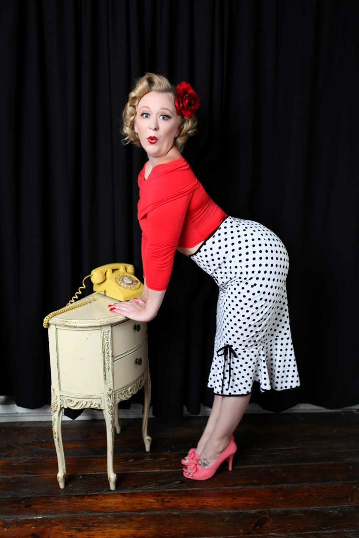 Chicago-Pinup-Photographer-Telephone-Surprise
