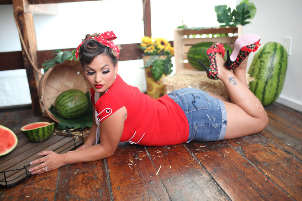 Chicago-Pinup-Photographer-Fruit-Stand-Girl