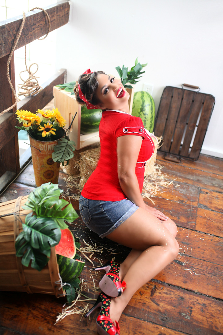 Chicago-Pinup-Photographer-The-Gardener