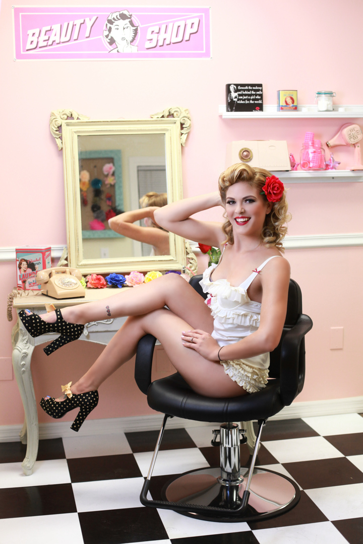 Chicago-Pinup-Photographer-Beauty-Shop