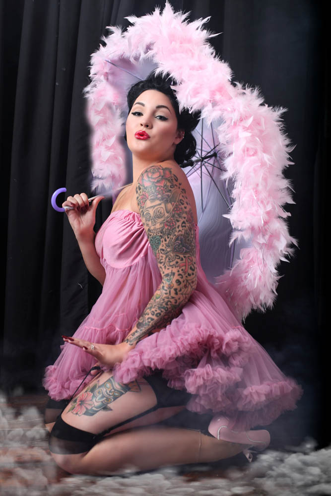 Ultimate-Chicago-Pinup-Boudoir-Photography-Experience-Near-me-Pink-Feather-Umbrella