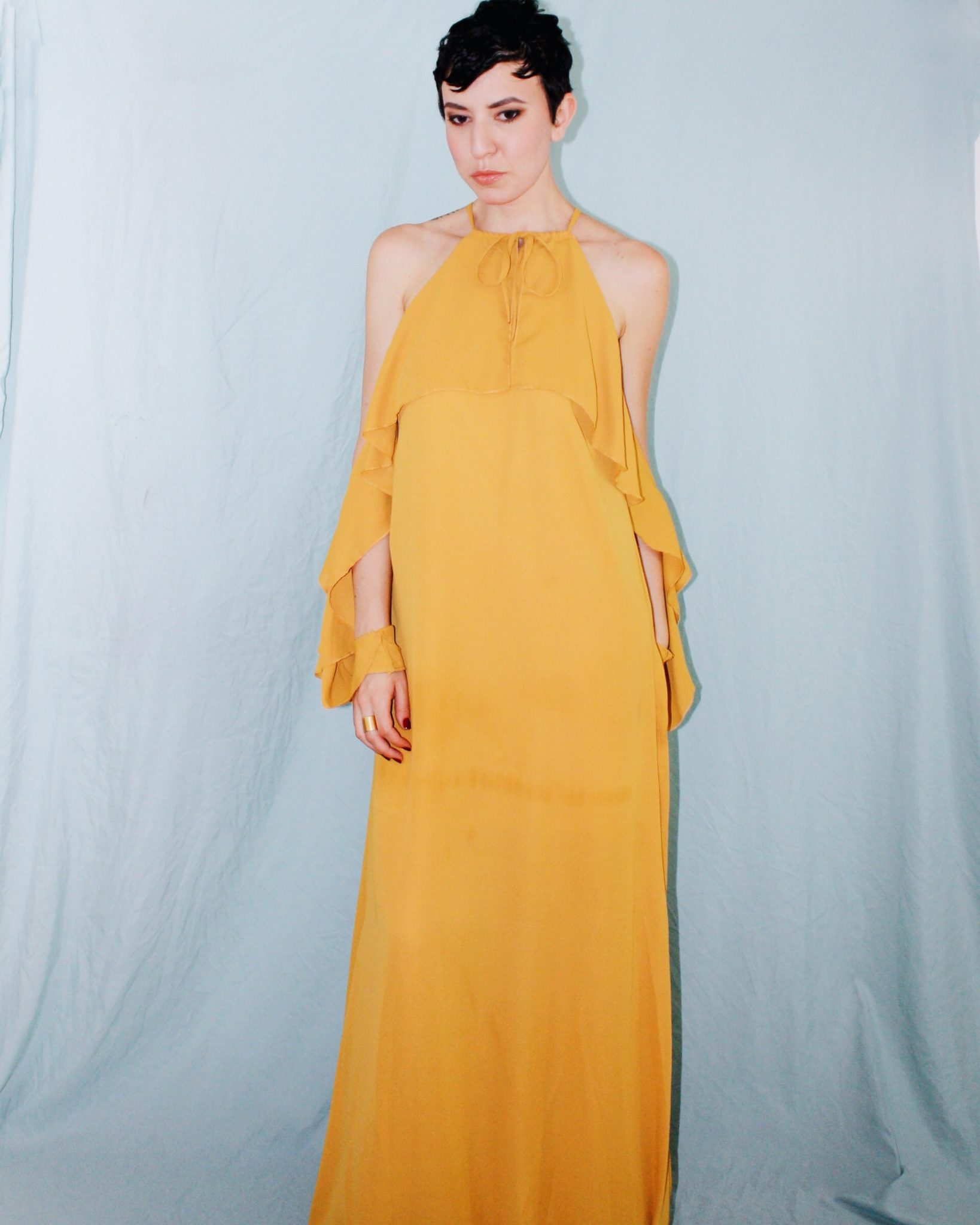 what to wear rooftop missguided yellow ruffle maxi dress ruffle sleeves 4