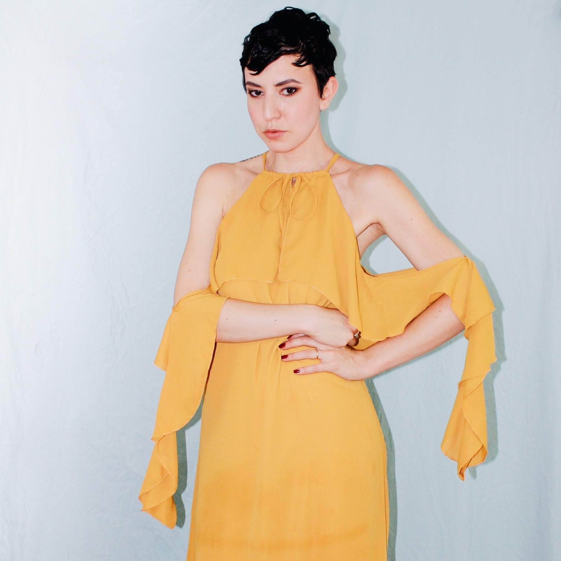 what to wear rooftop missguided yellow ruffle maxi dress ruffle sleeves 3