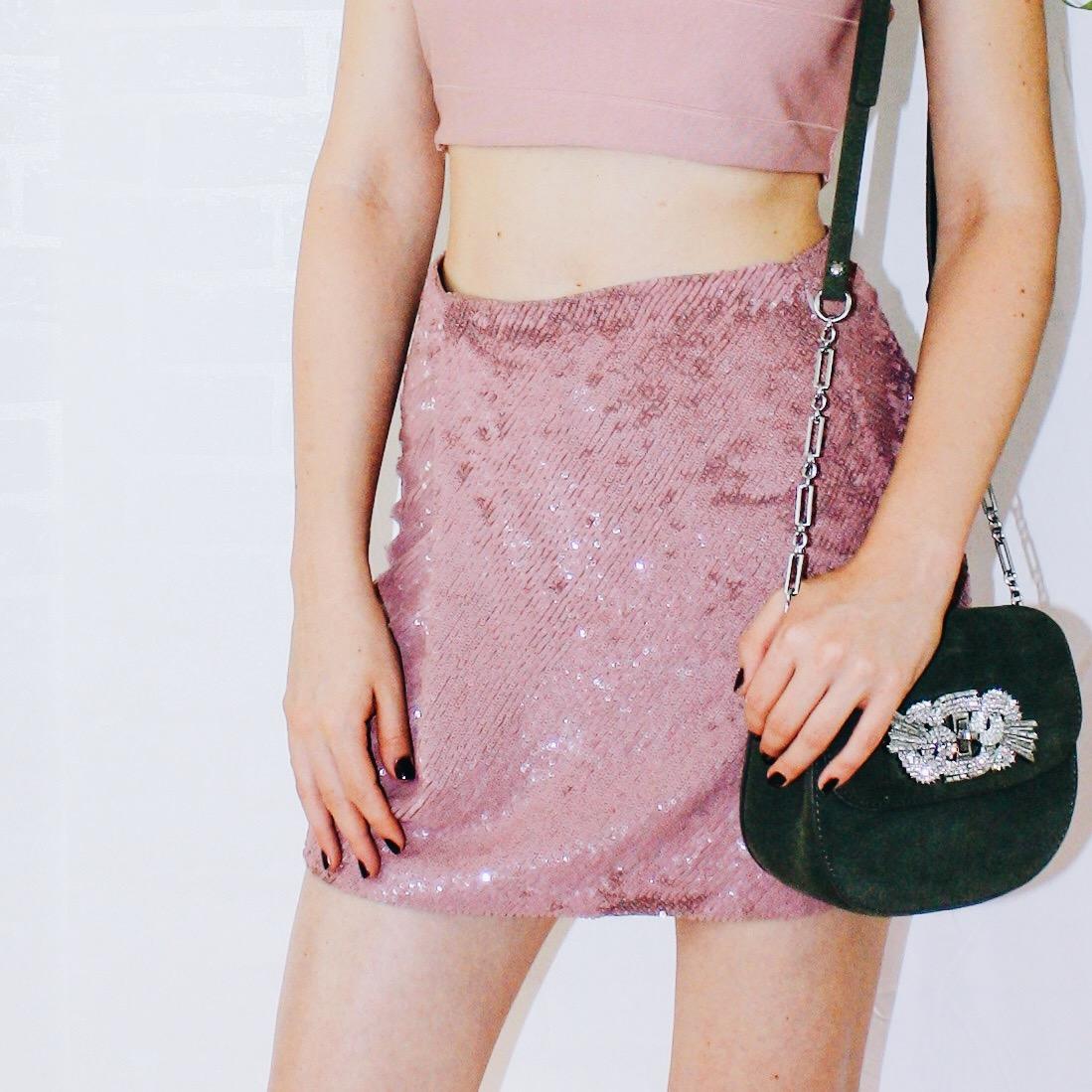 shades of pink glitter skirt missguided crop top manolo sandals diamond choker 3