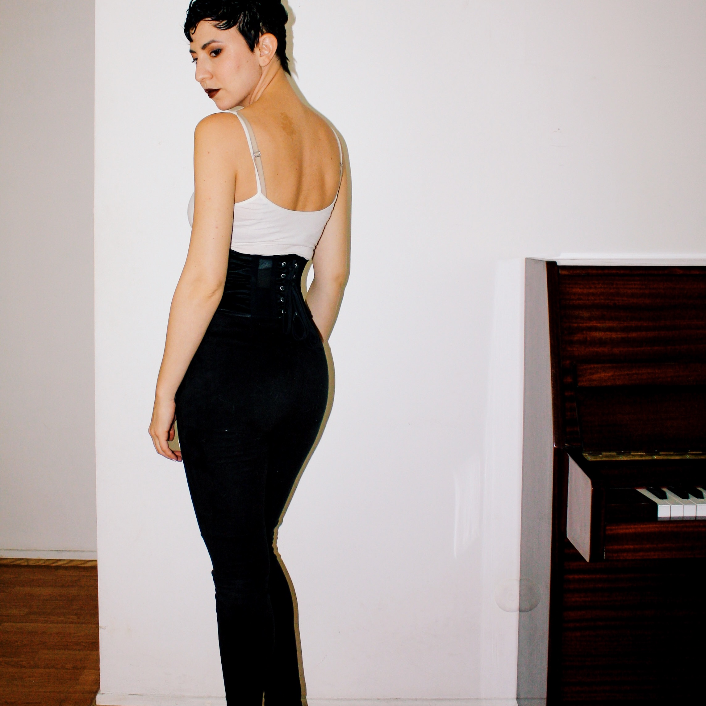 casual outfits manolo blahnik patent leather heels shoes suede pants piano white tank fur stole jacket corset belt 5