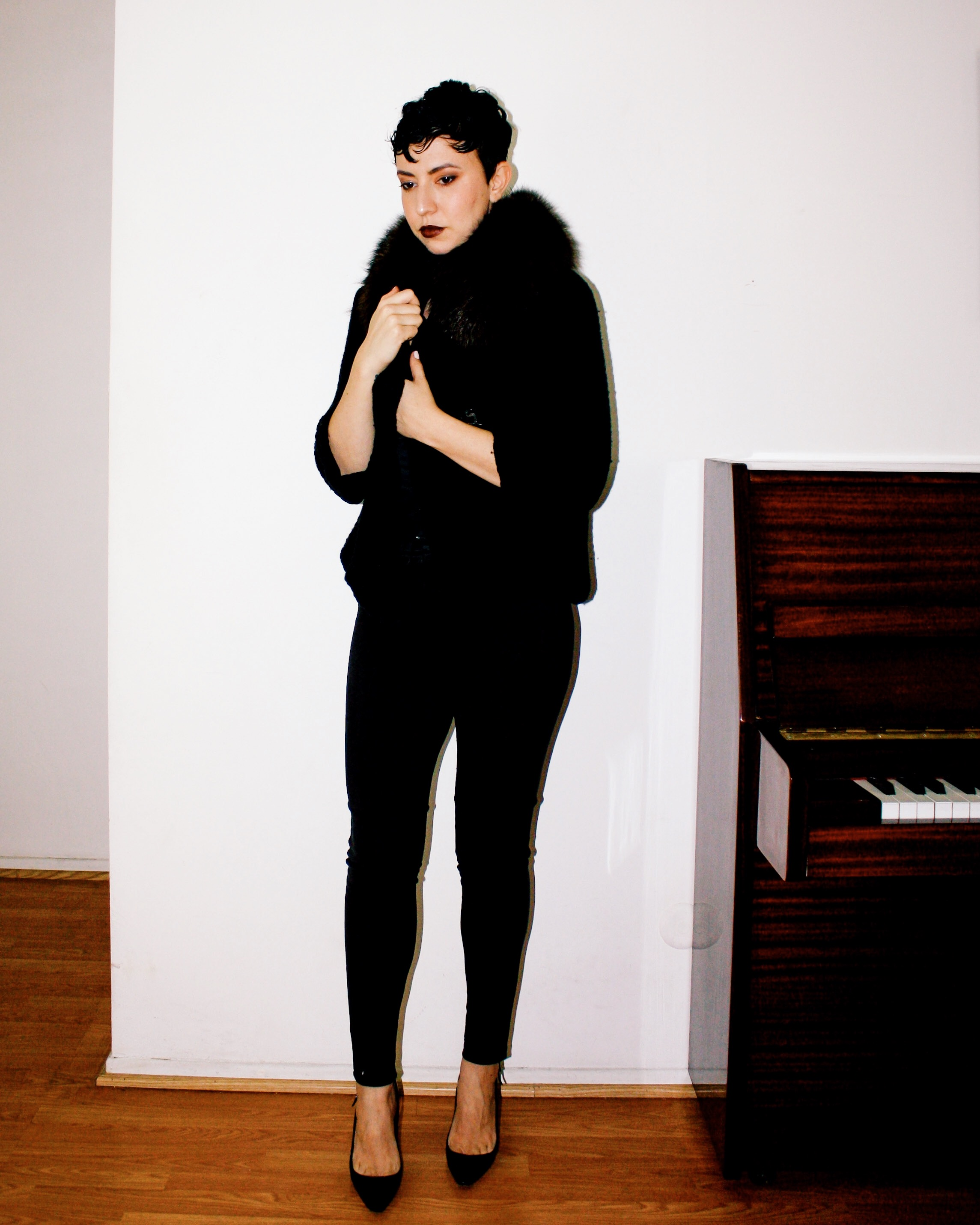 casual outfits manolo blahnik patent leather heels shoes suede pants piano white tank fur stole jacket corset belt 2