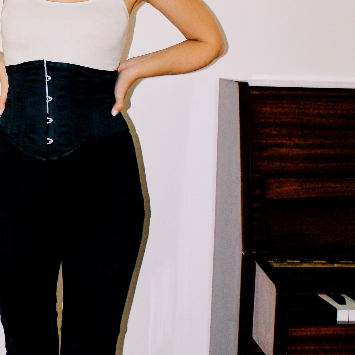 casual outfits manolo blahnik patent leather heels shoes suede pants piano white tank fur stole jacket corset belt 4