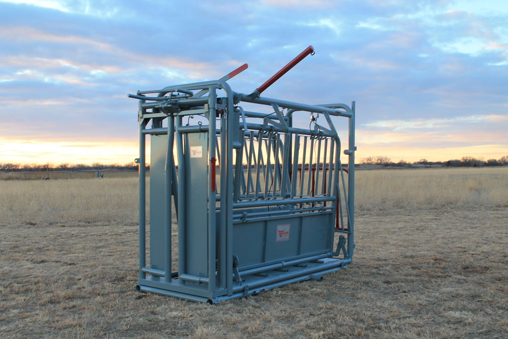 "CX automatic heavy-duty Chute - This is great for all sized animals. The only difference between the CX and the CXS is the tailgate. CX has a vertical tailgate and the CXS has the split gate. Other features include steel sides, steel floors, single u-side squeeze with side exit, adjustable floors and butt stops. Options available are right or left hand controls, slide gate for CX chute and split gate.Weight: 1390 lbs | Dimensions: 42""W x 85""H x 103""D"