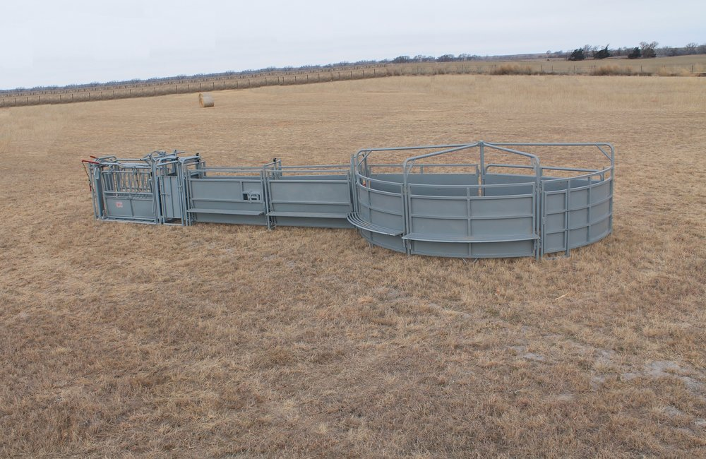 - Crowding Tub: see list of specs and options below.Photo includes: Filson Chute, Palpation cage, 16' Sheeted Alley with Catwalks and Stop, and Crowding Tub with Catwalks.Let us custom design a system to fit your individual needs.