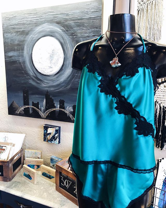 🎶🎶 on the 13th day of February my Valentine gave to me.... a beautiful moon 36x36 original @bridgetann_art , a saucy little pj outfit from @paulettes_closet and a pretty stone necklace by @estesdesignsmem 🌚💓 #14daysofvalentines