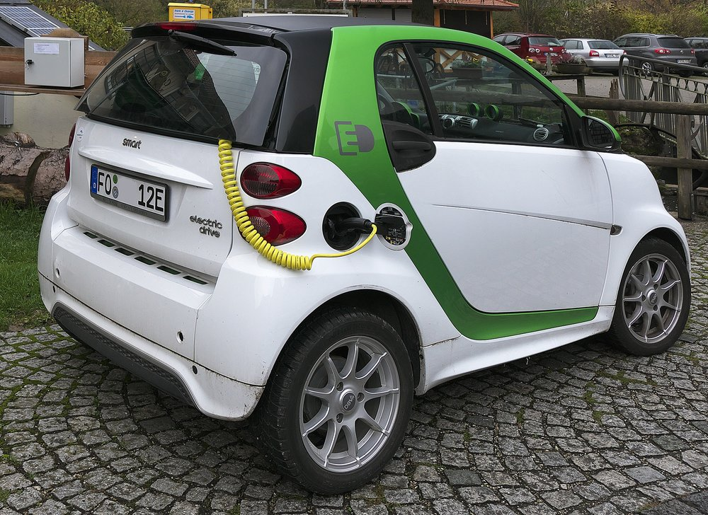 electric-car-2934945_1920 copy.jpg