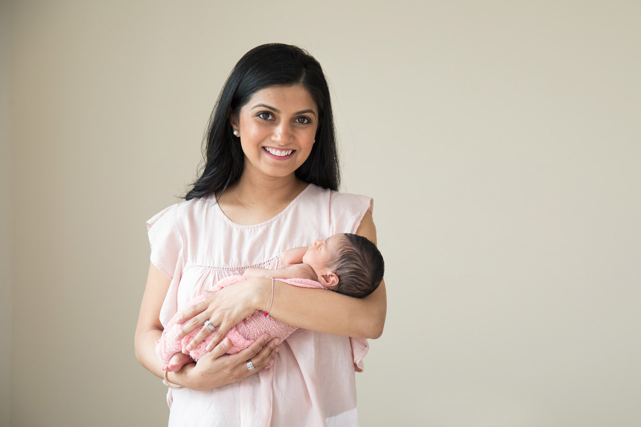 newborn_photography_mother_holding_baby