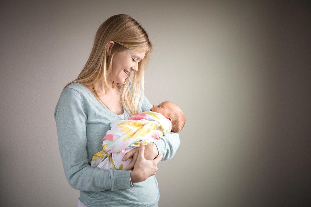 Houston_Newborn_Photography_mother_newborn.jpg