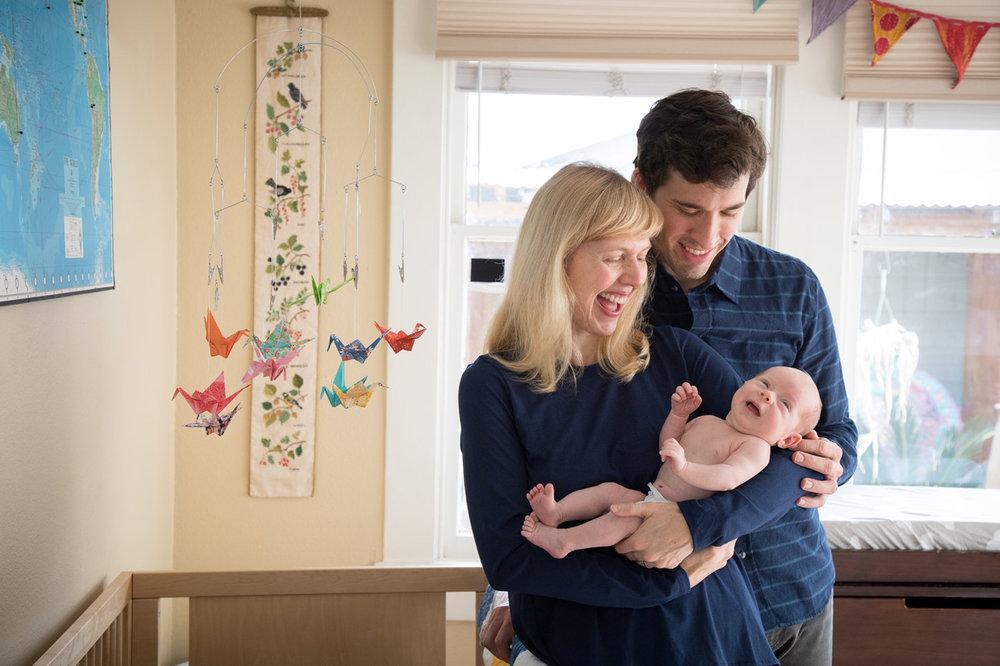 Houston_newborn_photographer_baby_parents_smiling.jpg