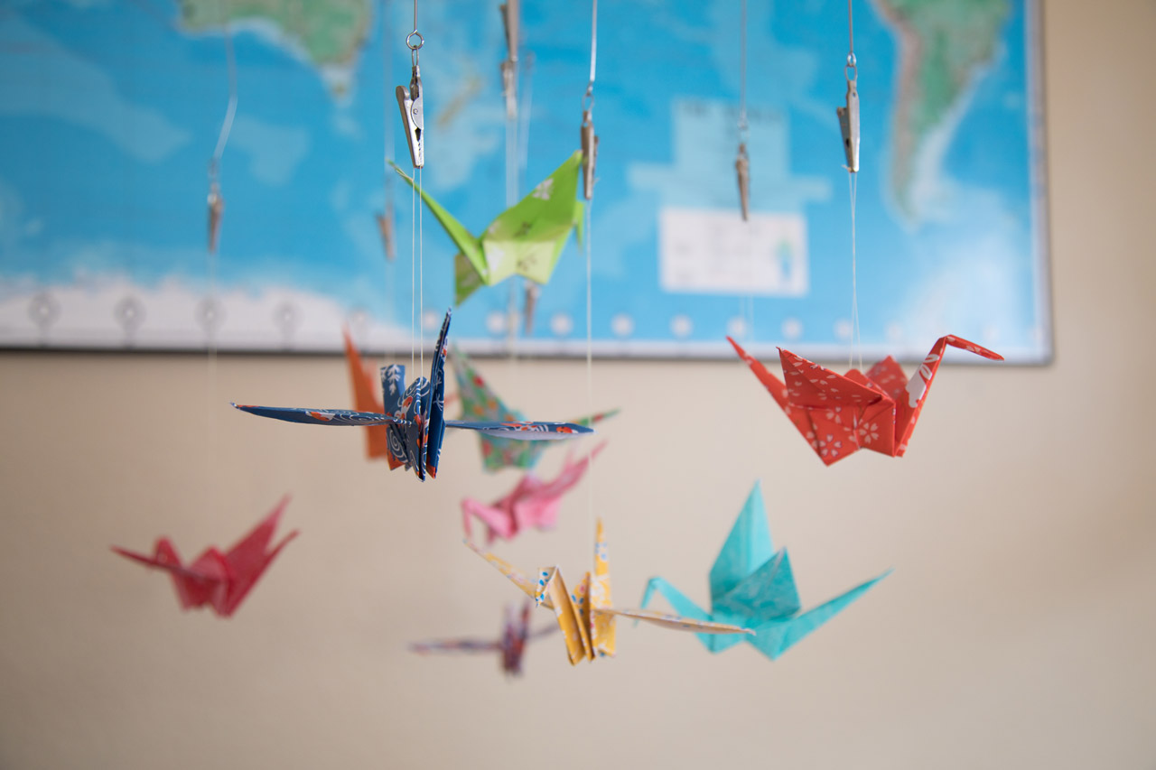 Houston_newborn_photographer_nursery_paper_crane_mobile