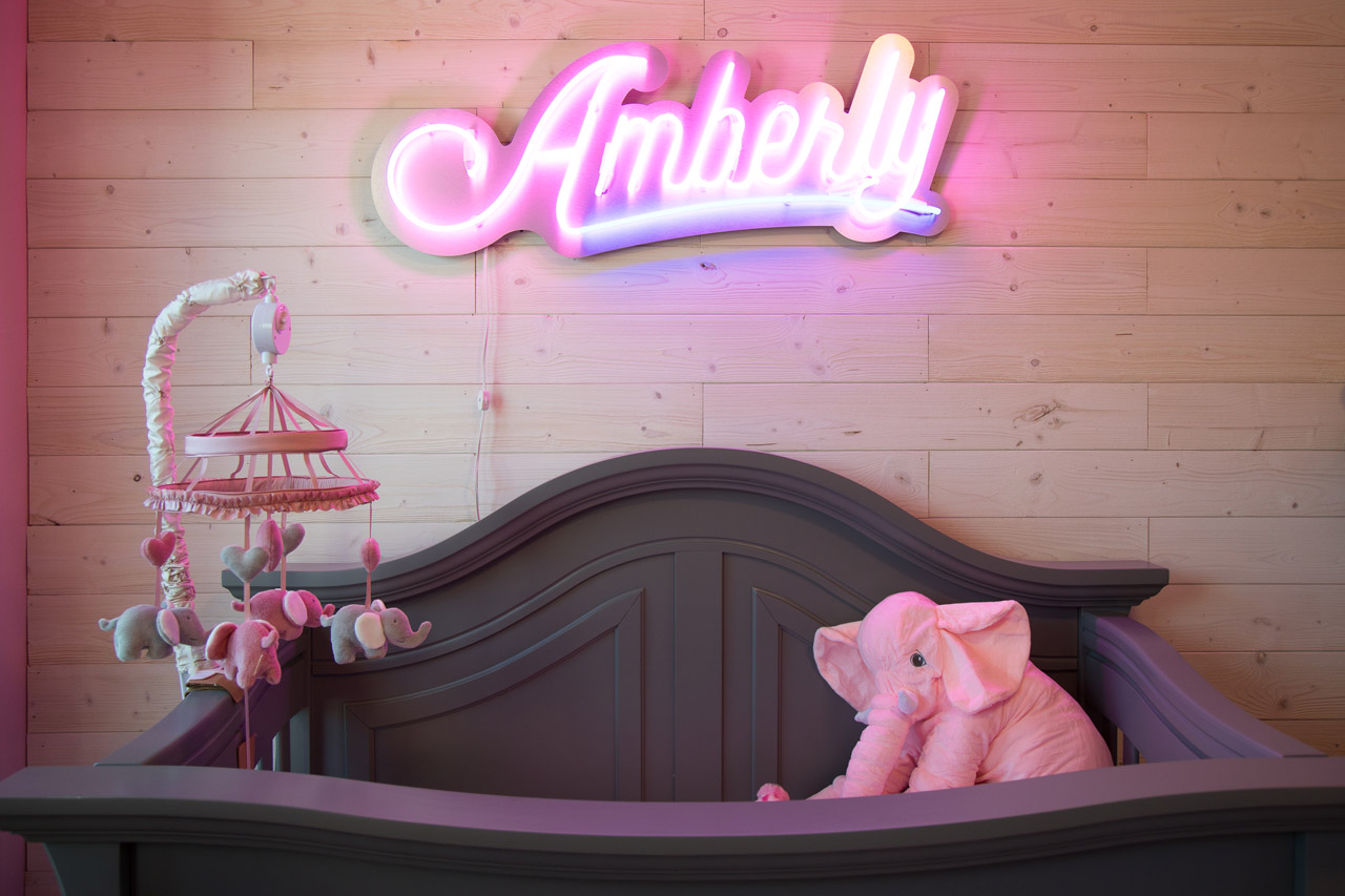 Houtson_Newborn_Photographer_Nursery_neon_sign