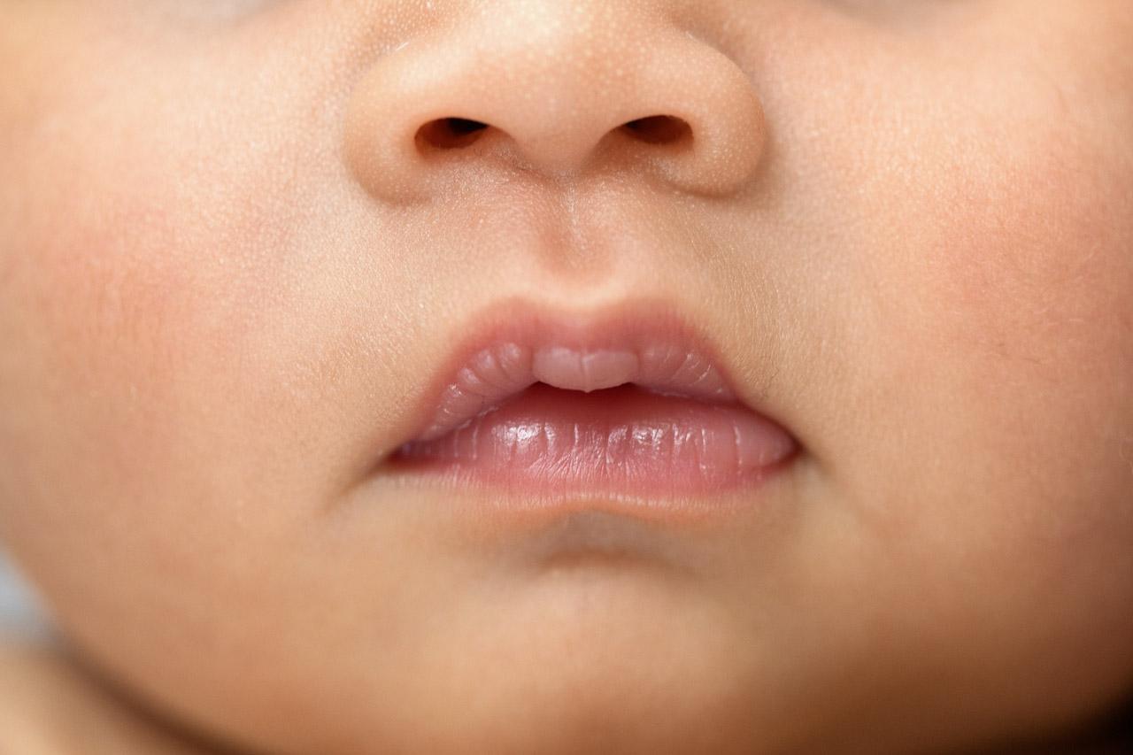 Houston_newborn_photographer_baby_lips_closeup