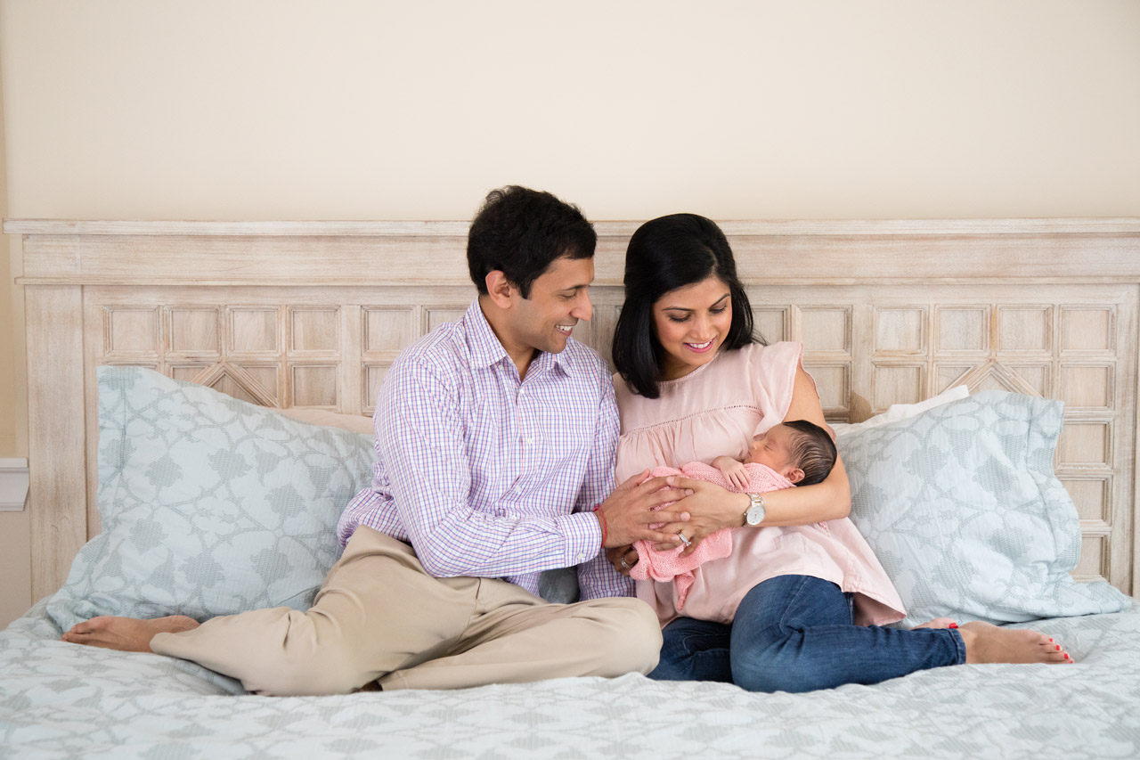 newborn_photography_parents_holding_baby