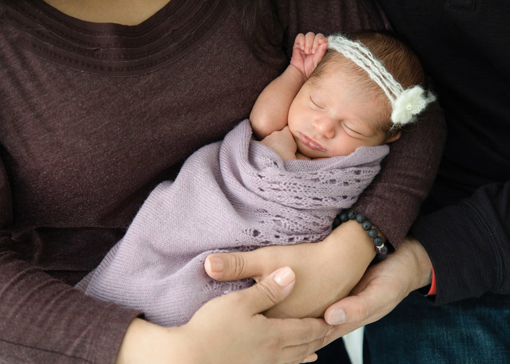 Houston_Newborn_Photography_baby_parents-arms.jpg