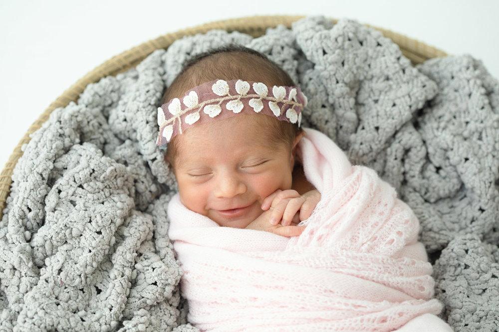 Houston_Newborn_Photography_baby_smiling.jpg