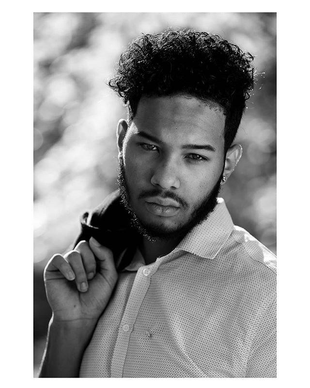 I'm gonna need that contract 🤙🏽 @wmarochester  Photo by @bensobraun @benthebraun . . . #rochesterinstituteoftechnology #theimaged #artistsoninstagram #instagrammodels #wmarochester #blackandwhitephotography