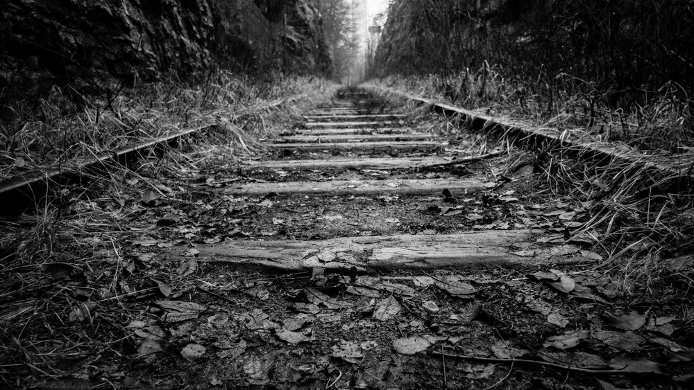 black-and-white-perspective-railroad-285286.jpg