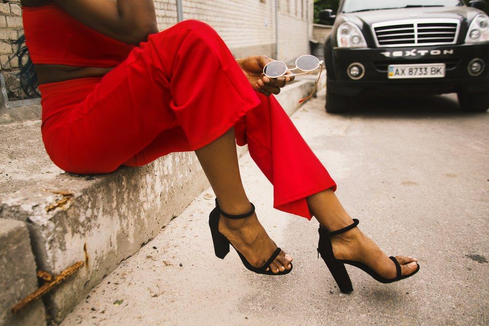 fashion-footwear-girl-1161730.jpg