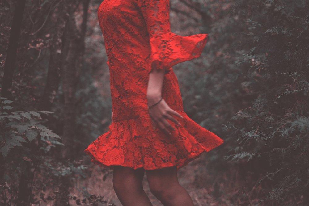 dress-fashion-female-615489.jpg