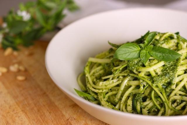 Espaguete De Abobrinha Ao Molho Pesto