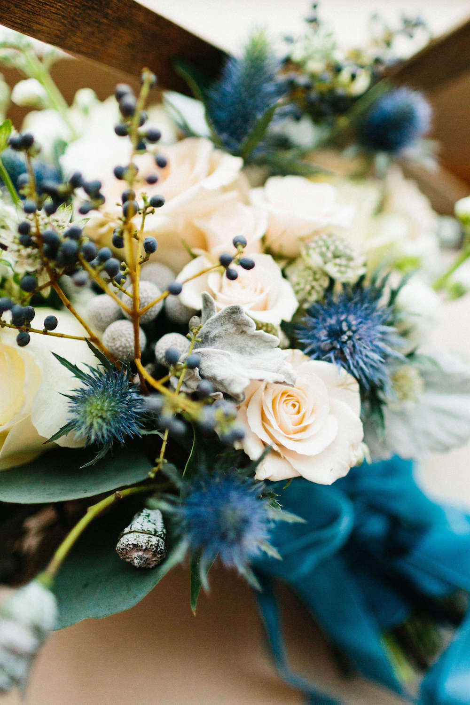 navy-blue-white-bridal-bouquet.jpg