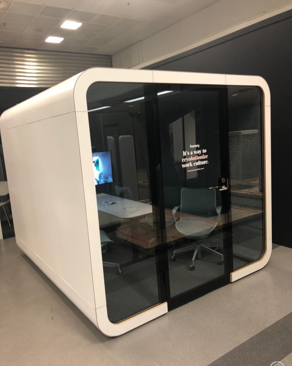 Decor-Design_ORGATEC-2018_akustične-kabine-govorilnice_8.JPG
