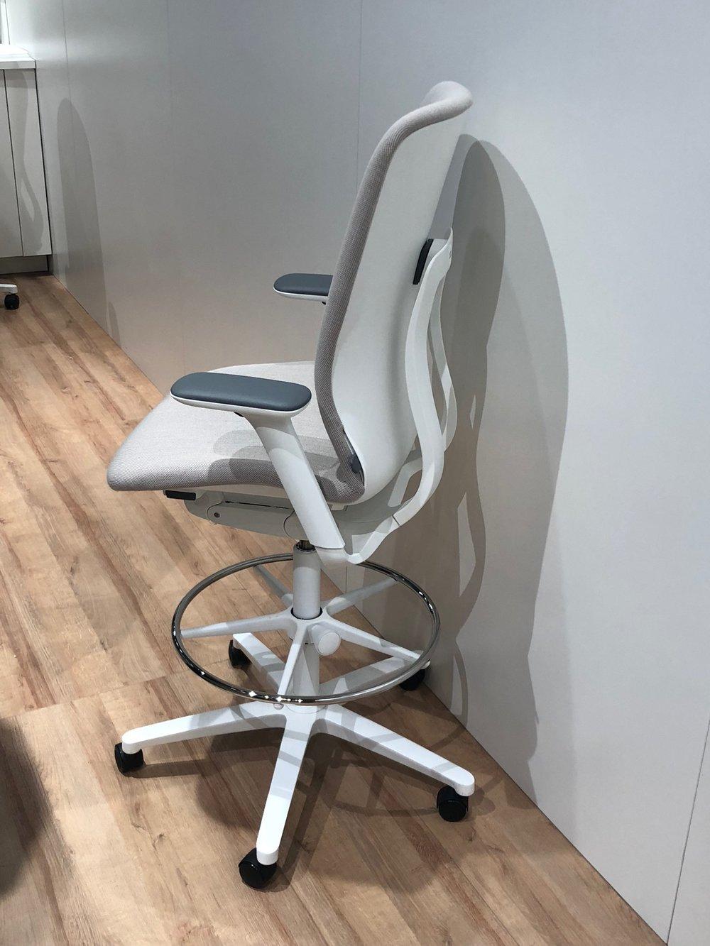 Decor-Design_ORGATEC-2018_ergonomski-stol_3.JPG