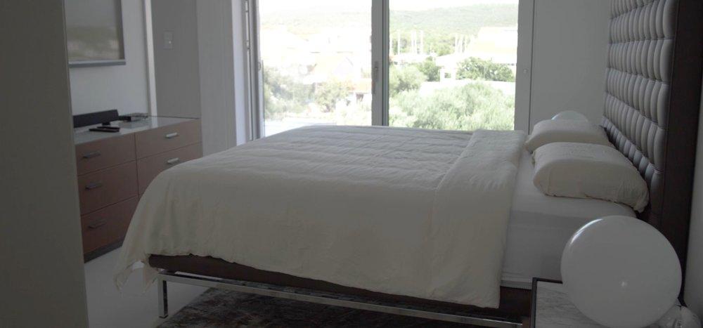Decor-Design-notranje-oblikovanje-oprema-vila-bibinje_spalnica_postelja.jpg