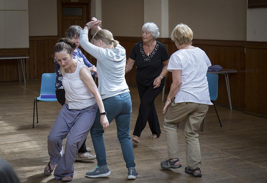 FALLING-ON-YOUR-FEET-DANCE-PROGRAM