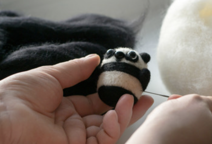 needle felt panda .png