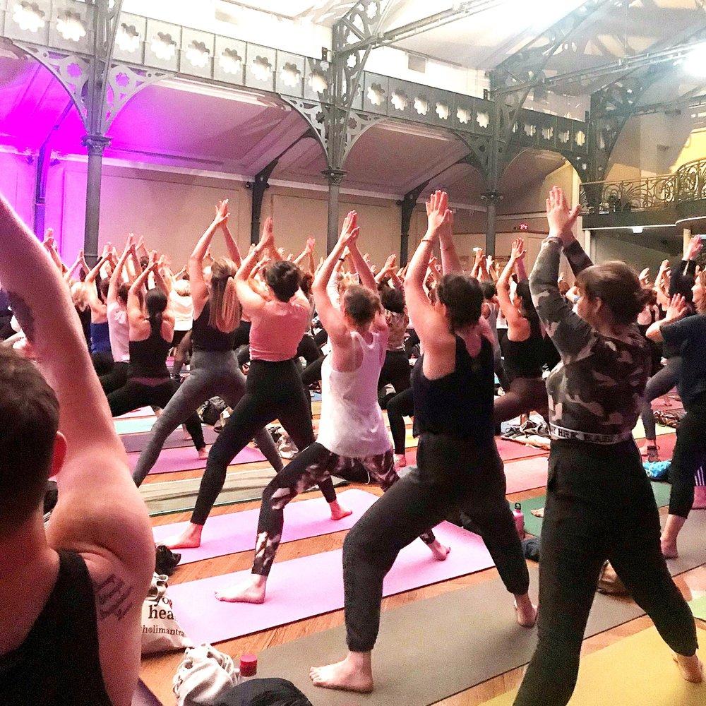 Cours de yoga et evenements a paris - Voir le planning des cours de yoga mensuels et des évènements : cours et workshops de yoga kundalini et cercle de chants de mantras dans la vraie vie à Paris