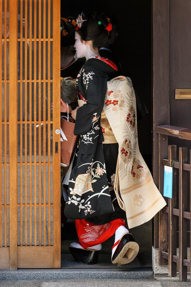 The maiko Eriha enters a teahouse during Hassaku in Gion Kobu in Kyoto