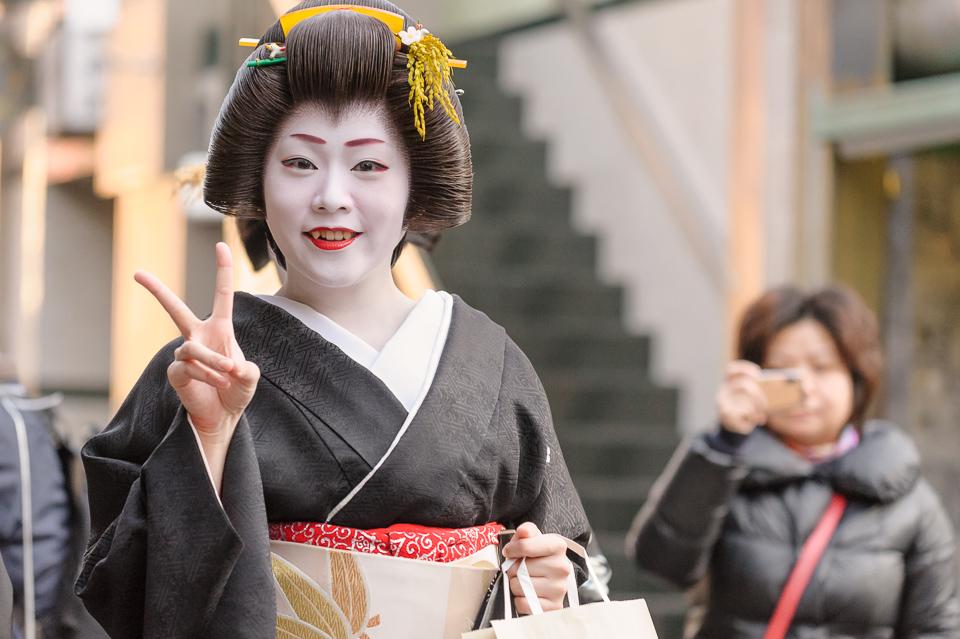 The geisha Manaha of Gion Kobu during her last Shigyoshiki
