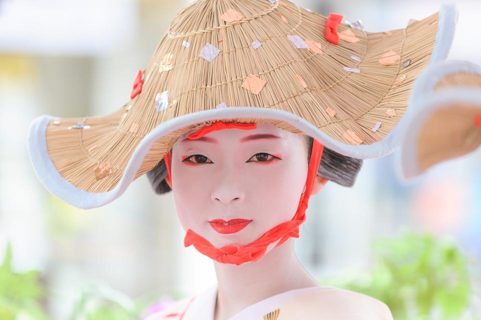 The maiko Toshikana of Gion Kobu participates in Hanagasa Junko during Gion Matsuri